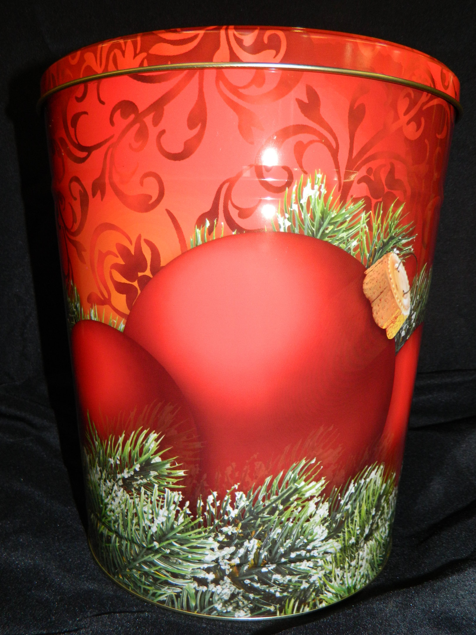 3.5 Gal Red Ornaments on Pine Popcorn Tin